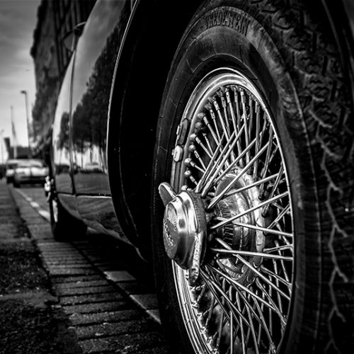 Jaguar, Jaguar, MK2, klassieker, classic car, vintage, spaken, spokes, wheel, wiel, zwart-wit, black and white, straat, street, auto, car