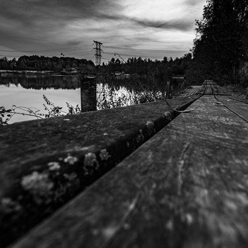avond, blackandwhite, blackandwhitephotography, dock, hoogspanning, lake, landschap, meer, powerlines, steiger, water,